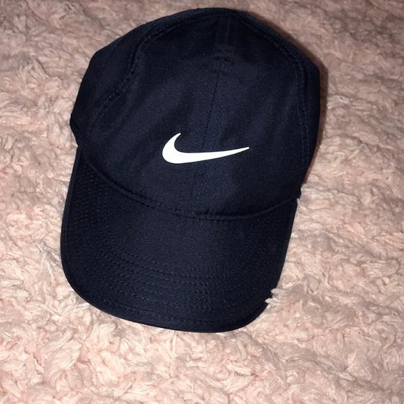 e462a06a14e Like New Women s Nike Dri-Fit Hat in Navy. M 5c72e72fd6dc52c503cc7f30